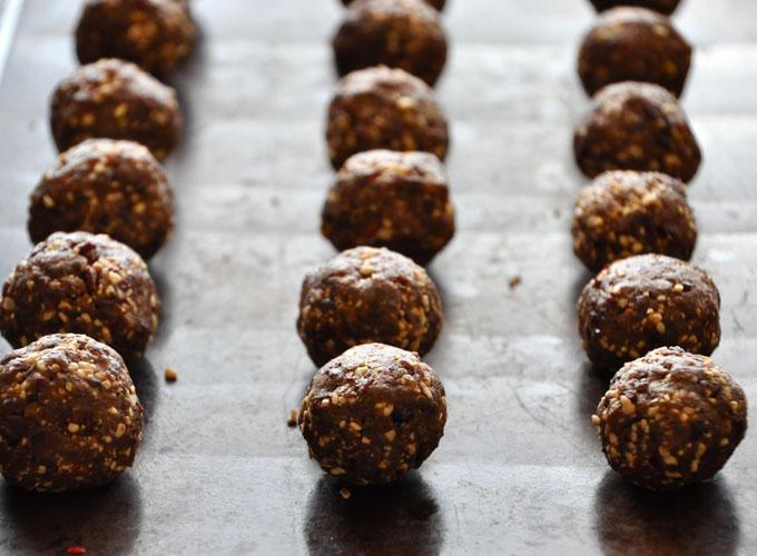 Chocolate Cashew Cookie Larabar Pops #minimalistbaker