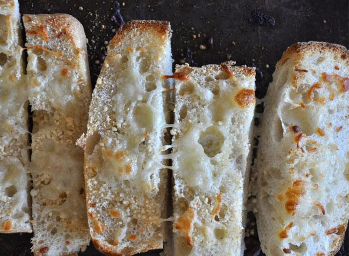 Healthy Alfredo Sauce & Cheesy Garlic Ciabatta #minimalistbaker