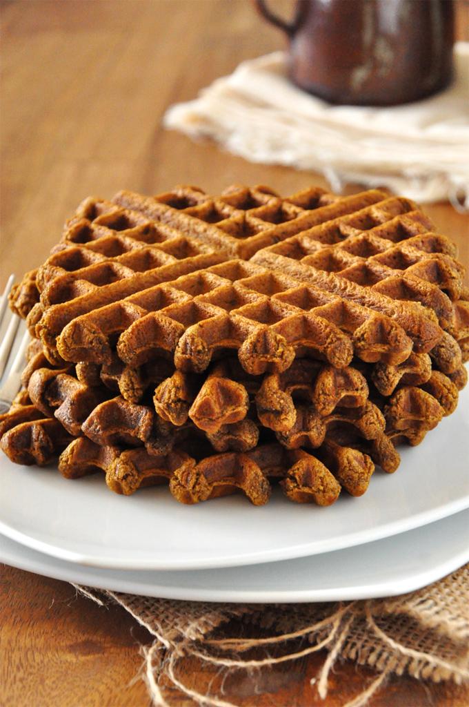 Vegan Gingerbread Waffles :: Minimalist Baker
