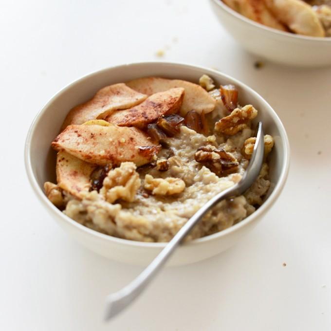 Bowl of Apple Pie Oats for a warm fall breakfast