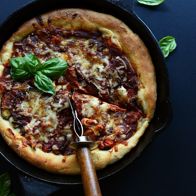 Simple Deep Dish Pizza