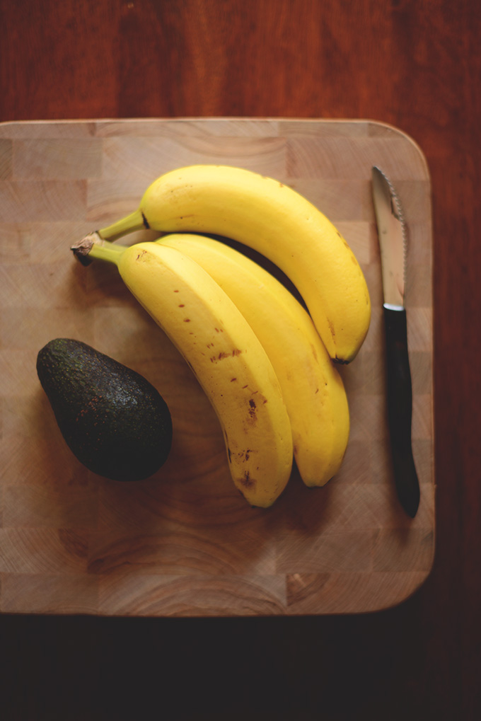 Bananas and avocado for making a delicious gluten-free vegan chocolate shake