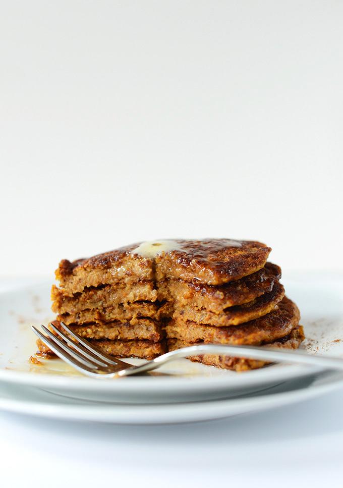 Super Moist Vegan Pumpkin Spice Pancakes | minimalistbaker.com #minimalistbaker