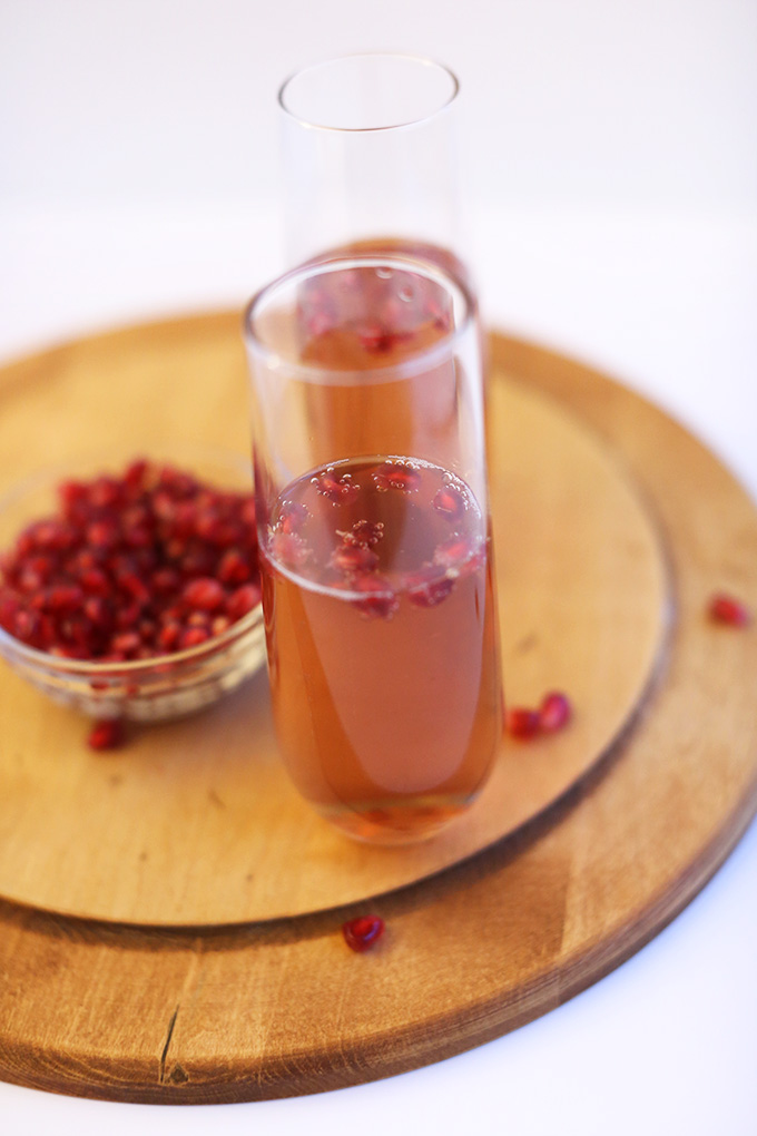 St. Germain Champagne Pomegranate Spritzers! minimalistbaker.com #minimalistbaker