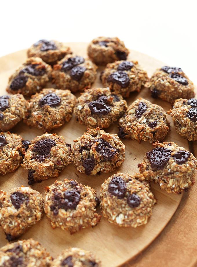 5-Ingredient Vegan Oatmeal Cookies! via MINIMALISTBAKER.COM #minimalistbaker