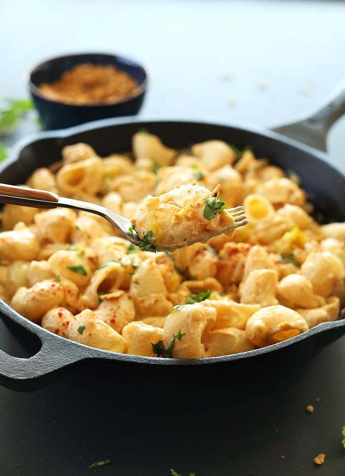 Green Chili Mac n Cheese! #vegan minimalistbaker.com #minimalistbaker