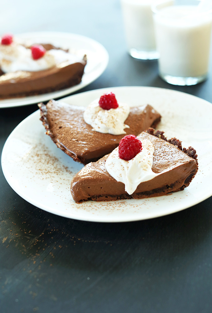 'Vegan Chocolate Silk Pie! 6 Ingredients, Blender friendly and SO delicious. Freezes perfectly! #minimalistbaker' from the web at 'https://minimalistbaker.com/wp-content/uploads/2014/03/Vegan-Chocolate-Silk-Pie-6-Ingredients-Blender-friendly-and-SO-delicious.-Freezes-perfectly.jpg'