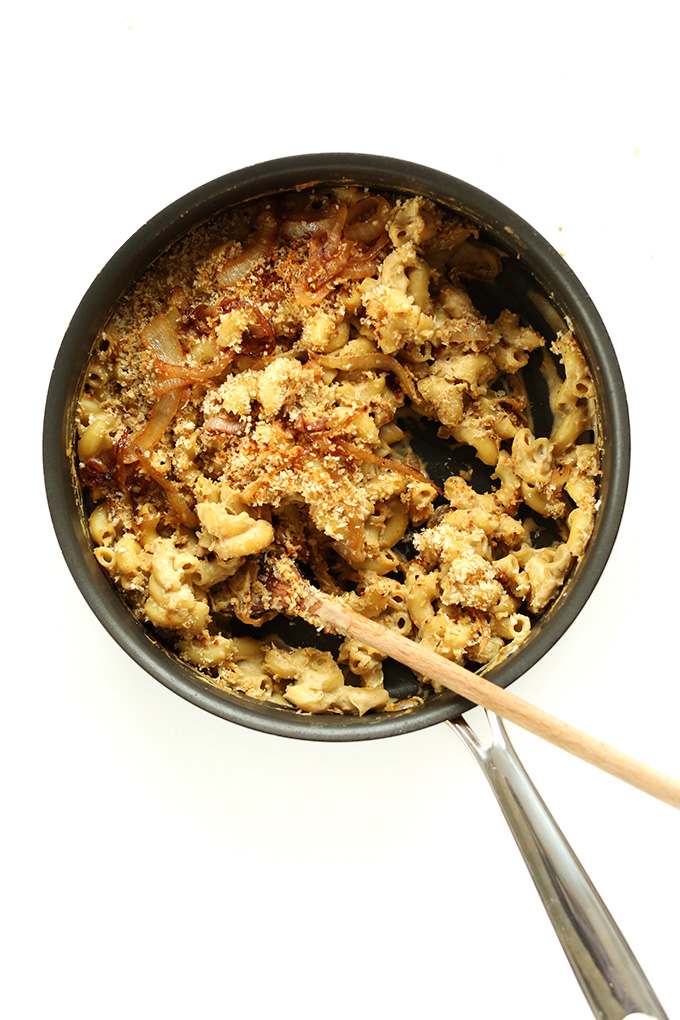 Pan of Vegan Caramelized Onion Mac n Cheese made with panko breadcrumbs