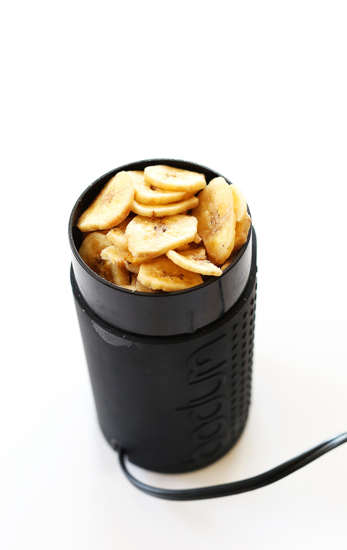 Spice grinder filled with banana chips for making banana powder