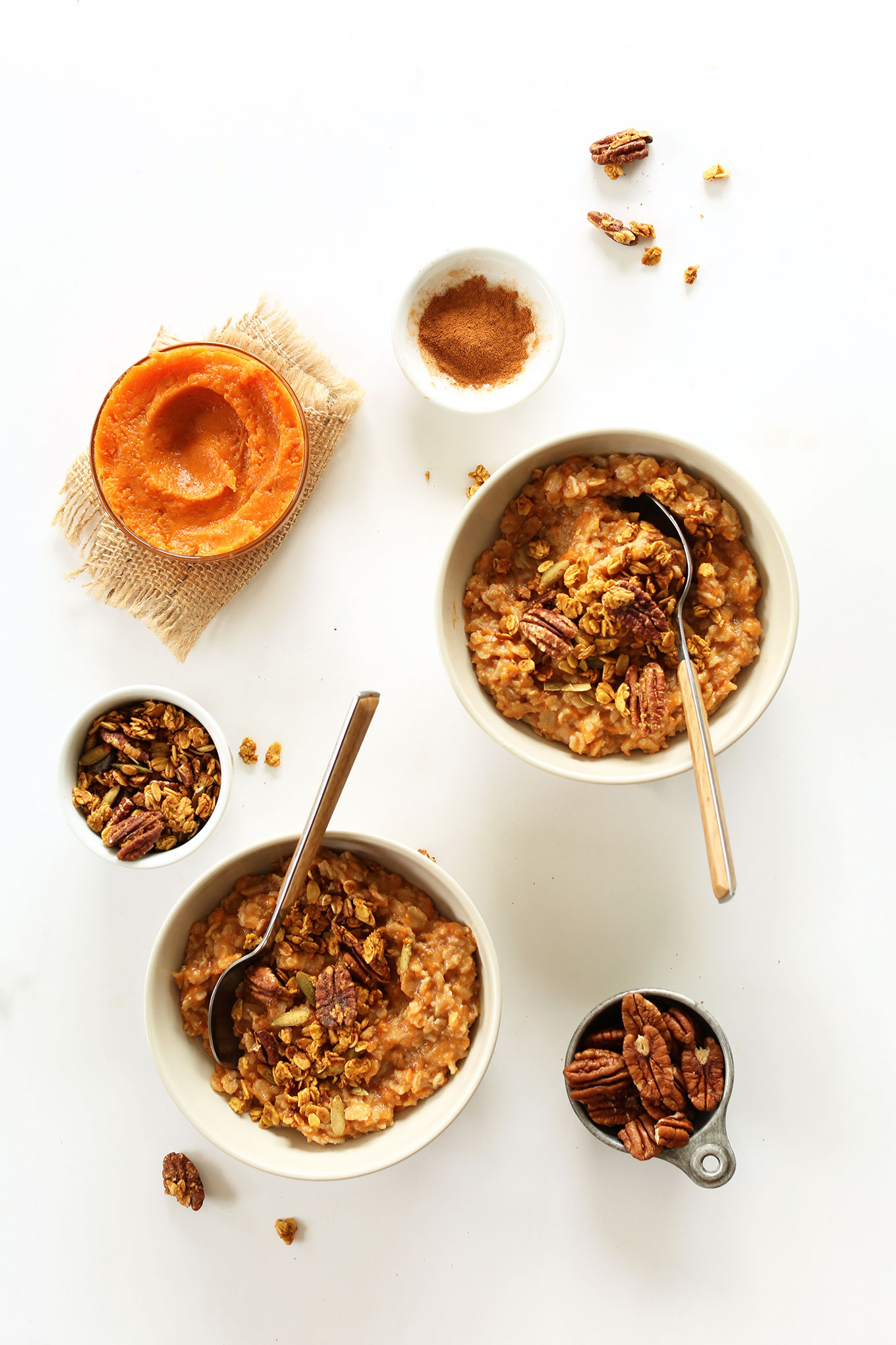 DELICIOUS-Sweet-Potato-Pie-Oats!-10-minutes,-healthy,-satisfying-and-perfect-for-chilly-fall-mornings #vegan #glutenfree #minimalistbaker