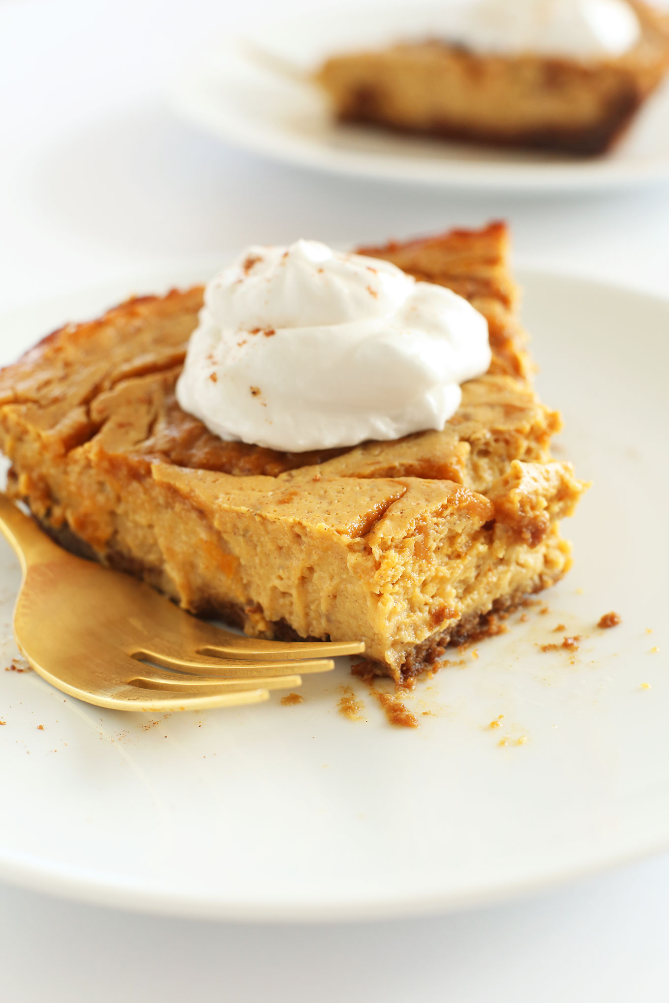 SERIOUSLY amazing Vegan Pumpkin Swirl Cheesecake with Graham Cracker Crust! #vegan #minimalistbaker