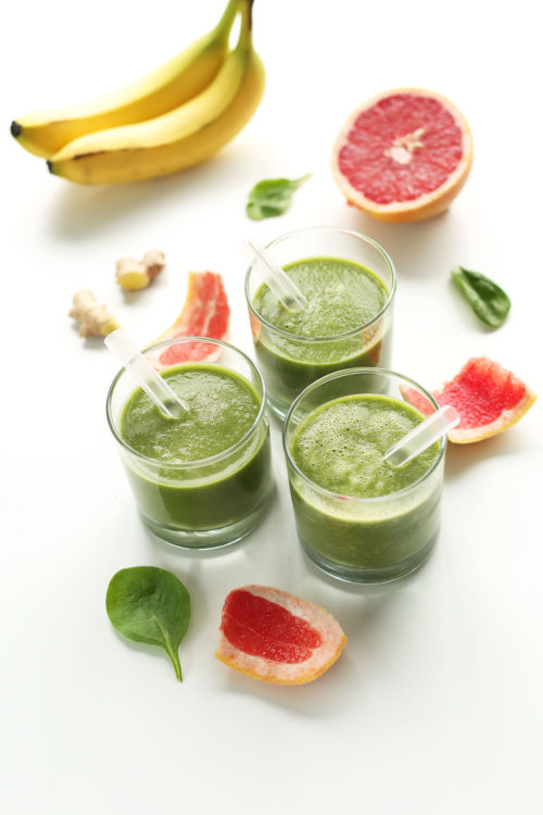 Simple and refreshing Grapefruit Green Smoothie for a vegan snack