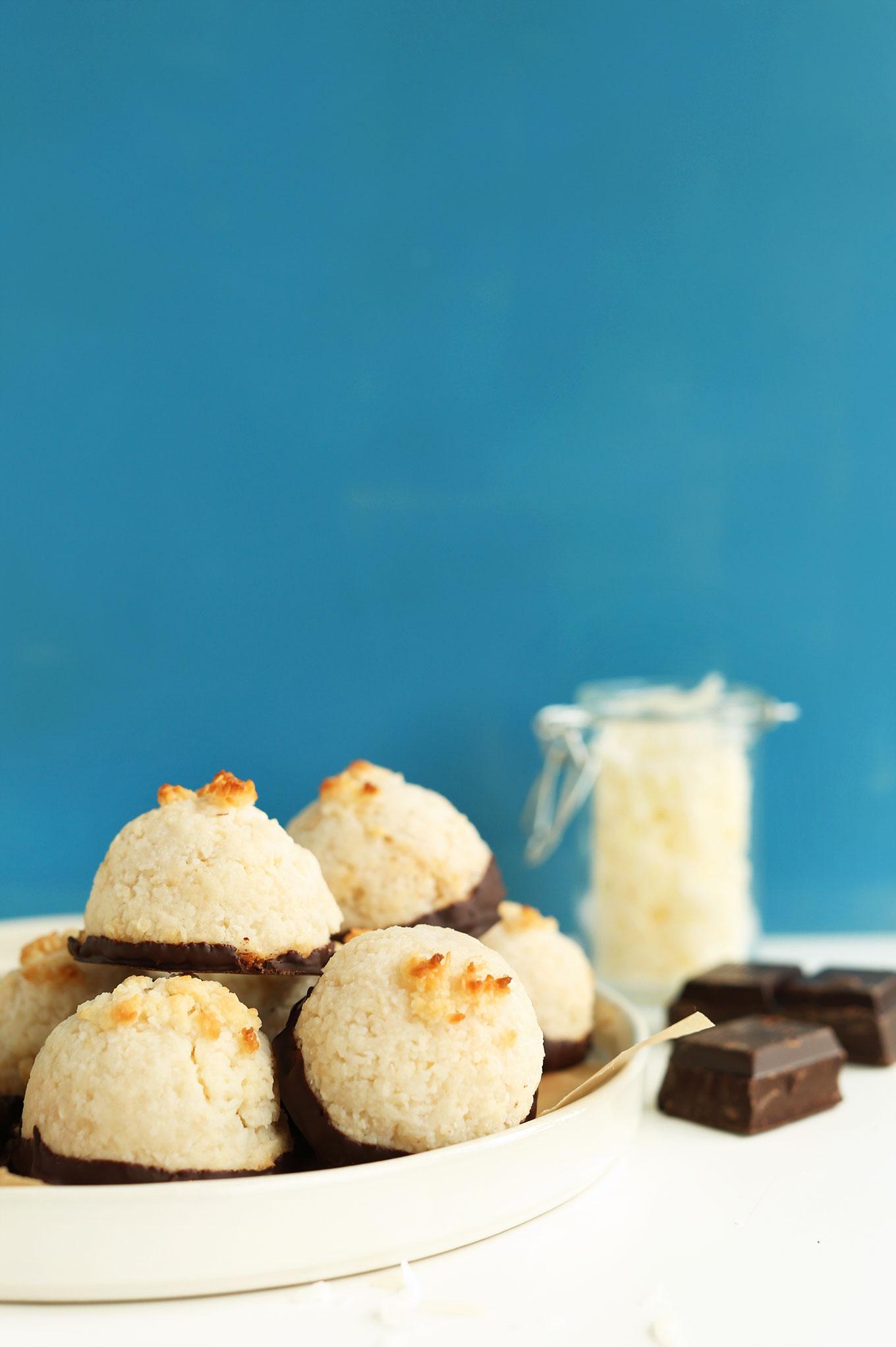 AMAZING 5-Ingredient Coconut Macaroons dipped in Dark Chocolate! #vegan #glutenfree #macaroons #minimalistbaker