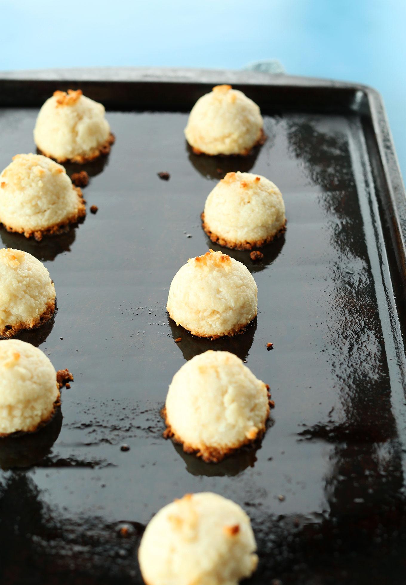 AMAZING 5-Ingredient Coconut Macaroons! #vegan #glutenfree #minimalistbaker