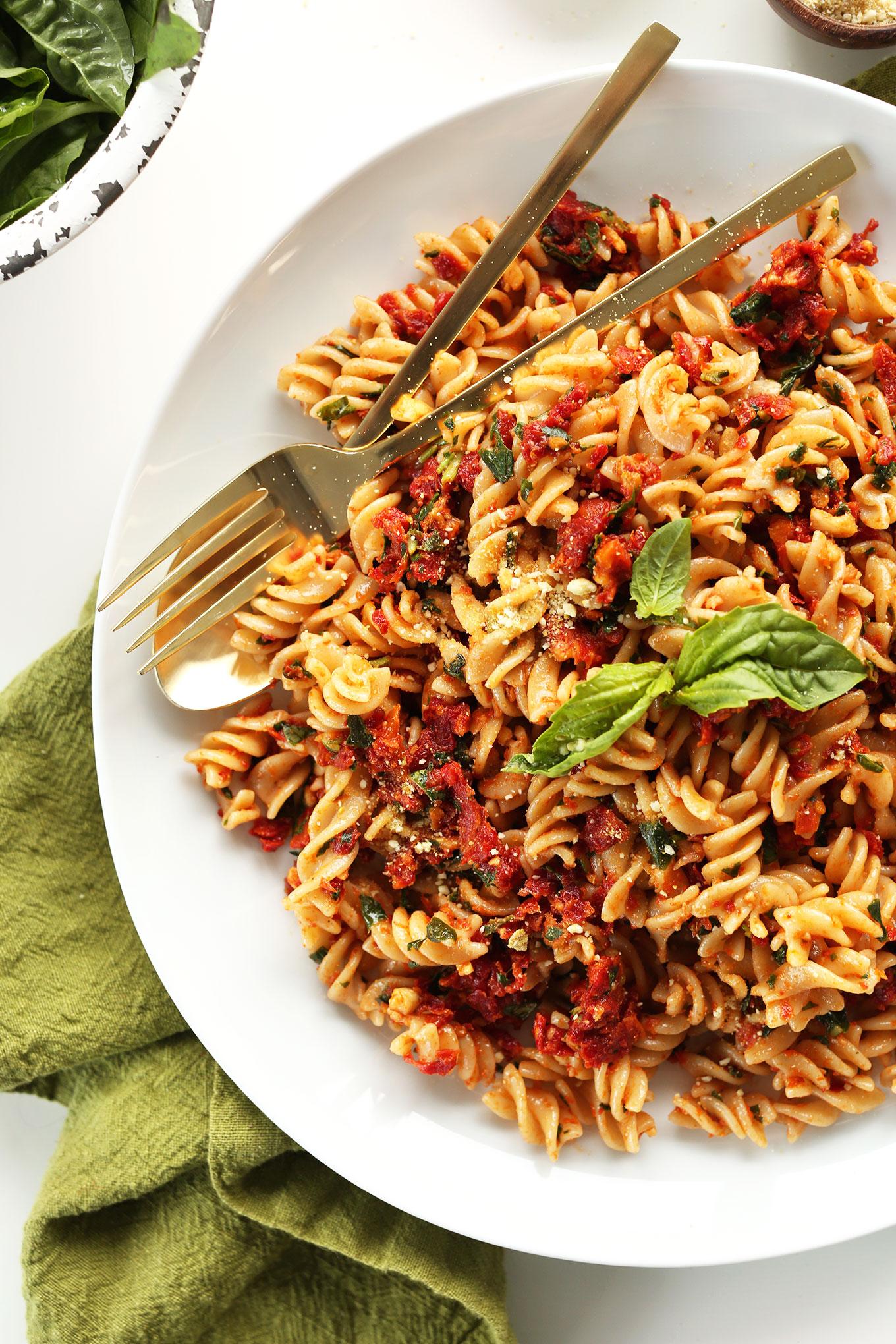 AMAZING 6-Ingredient Sun-Dried Tomato PESTO Pasta! 6 ingredients, 20 minutes, SO delicious and healthy! #vegan #glutenfree #pasta #minimalistbaker