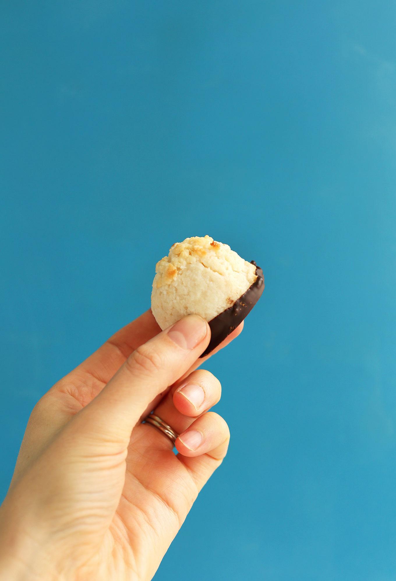 SIMPLE 5-Ingredient Macaroons dipped in Dark Chocolate! #vegan #glutenfree #minimalistbaker
