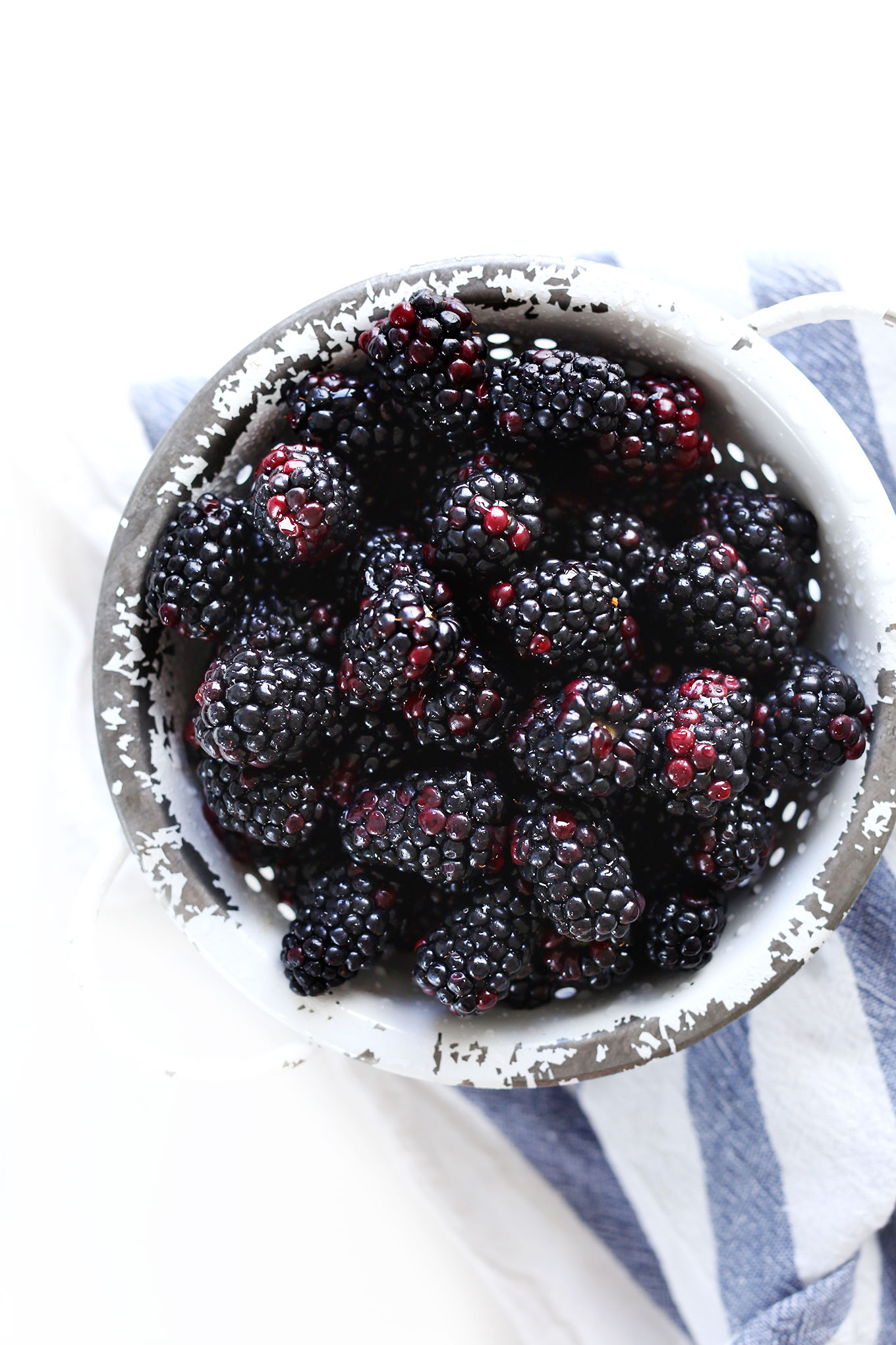 Freshly washed blackberries for making homemade gluten-free vegan cobbler