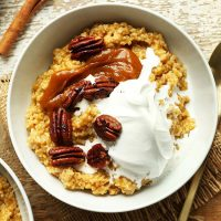Bowl of Pumpkin Pie Oats for a delicious gluten-free vegan breakfast