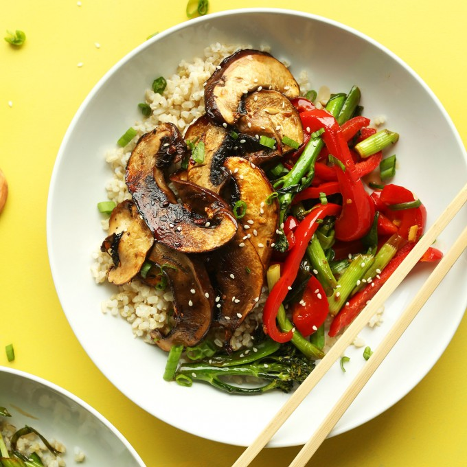 A bowl of flavorful Portobello Mushroom Stir Fry for a healthy plant-based dinner