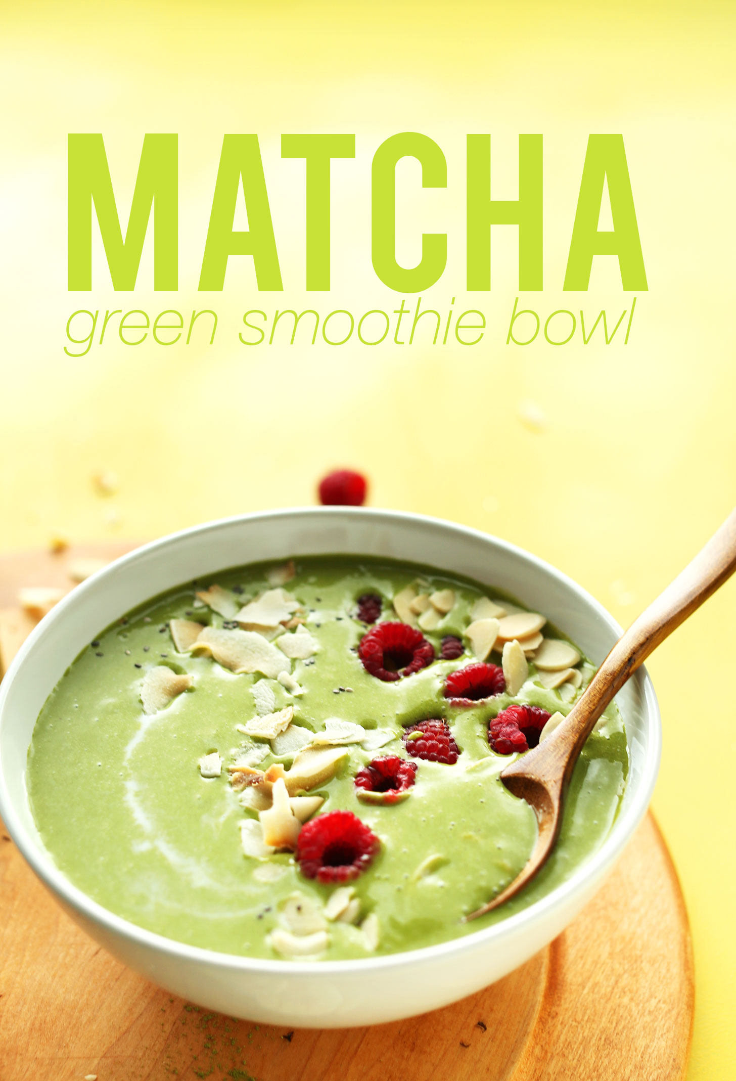 CREAMY, Refreshing MATCHA Green Smoothie Bowl! 4 ingredients, creamy, naturally sweet, SO delicious! #veagn #glutenfree #plantbased #matcha #greensmoothie #recipe #breakfast #minimalistbaker