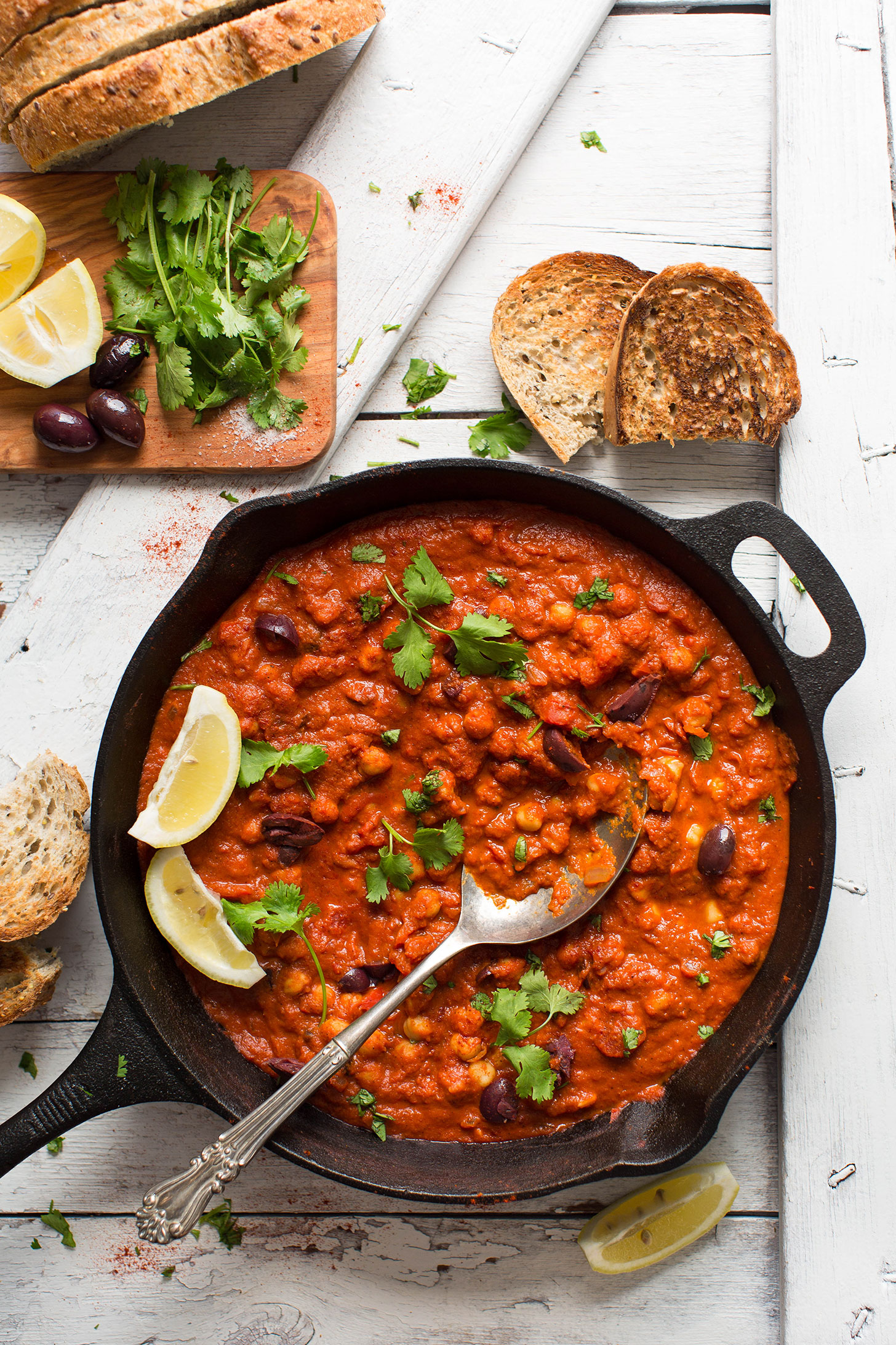 Amazing 1-pot gluten-free vegan meal of Chickpea Shakshuka
