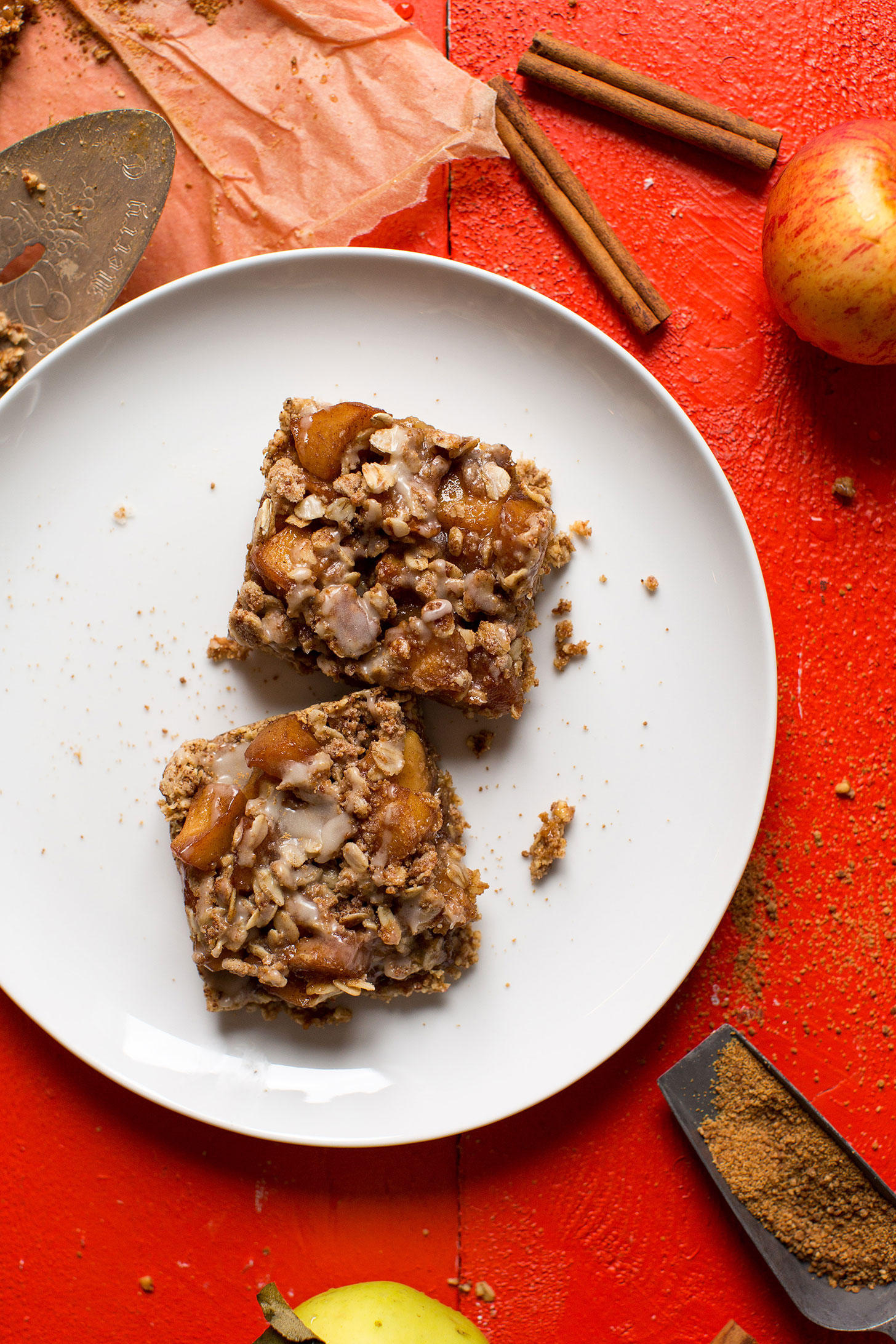 Two squares of wholesome gluten-free vegan apple pie crumble bars made with oat-almond crust