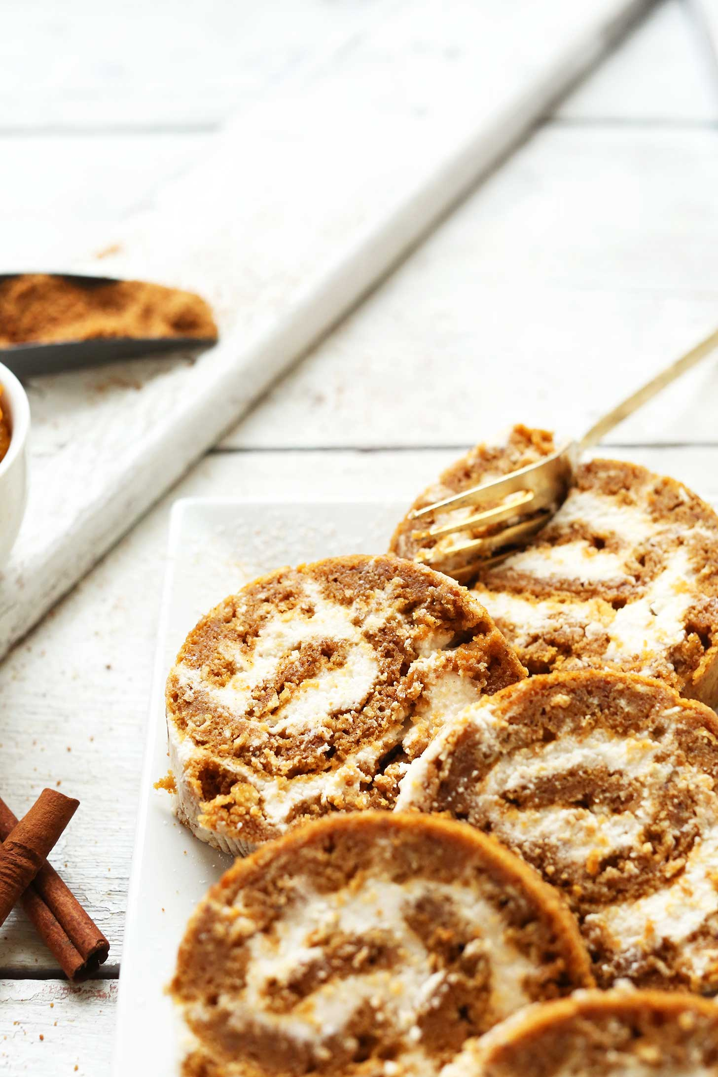 Vegan gluten free pumpkin roll minimalist baker recipes - Dessert vegan sans gluten ...