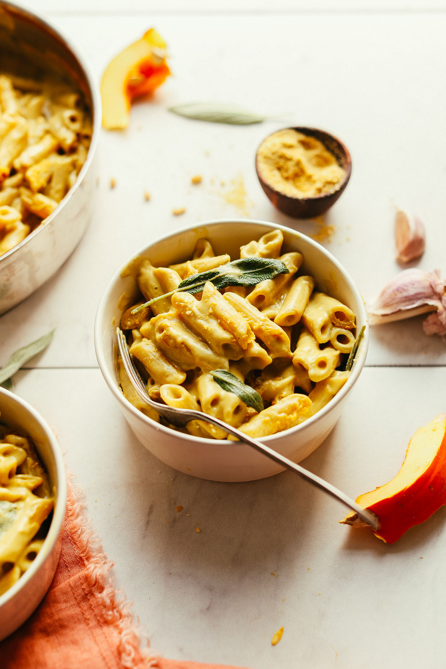 AMAZING Pumpkin Mac 'n' Cheese! 10 ingredients, cheesy, hearty, SO delicious! #vegan #plantbased #pumpkin #pasta #recipe #glutenfree #minimalistbaker