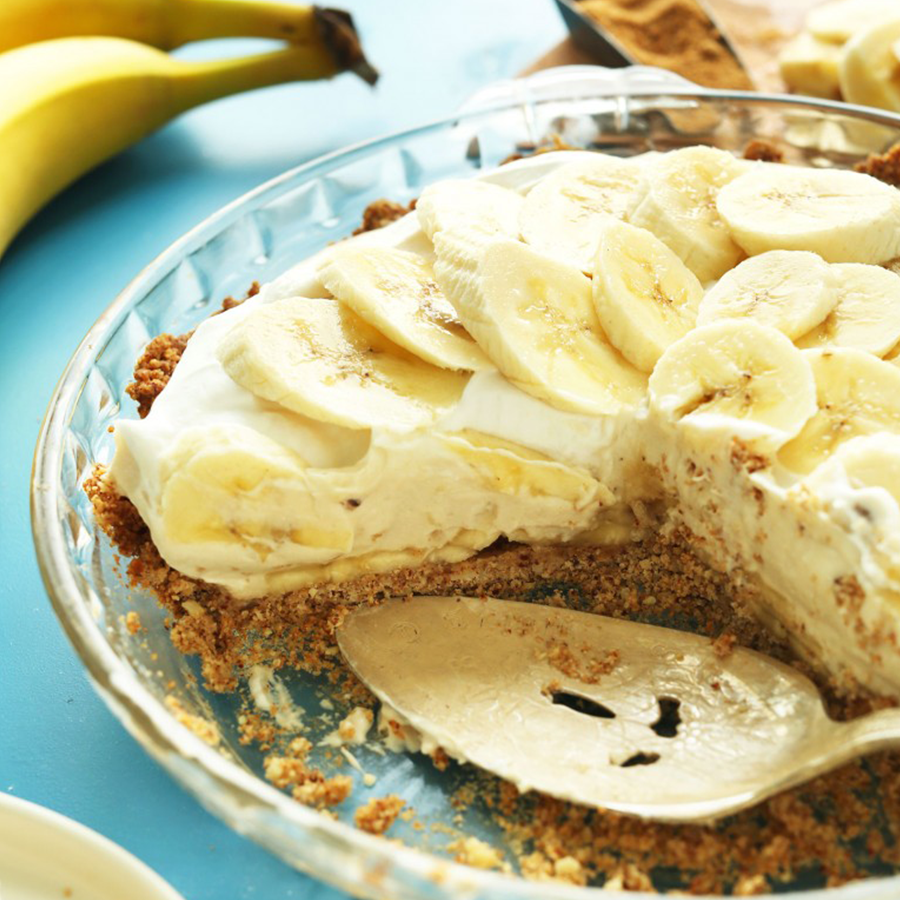 Pie pan of Banana Cream Pie for our roundup of BEST Vegan Desserts