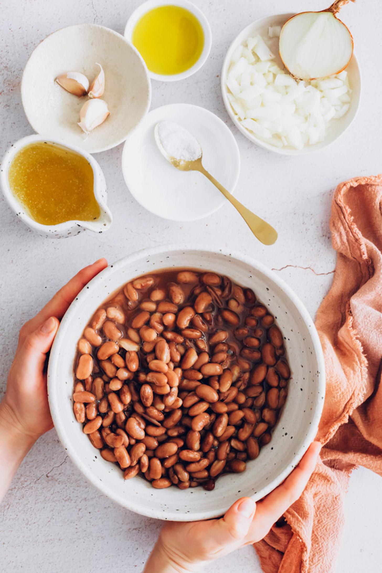 Pinto beans, garlic, onion, salt, vegetable broth, and avocado oil