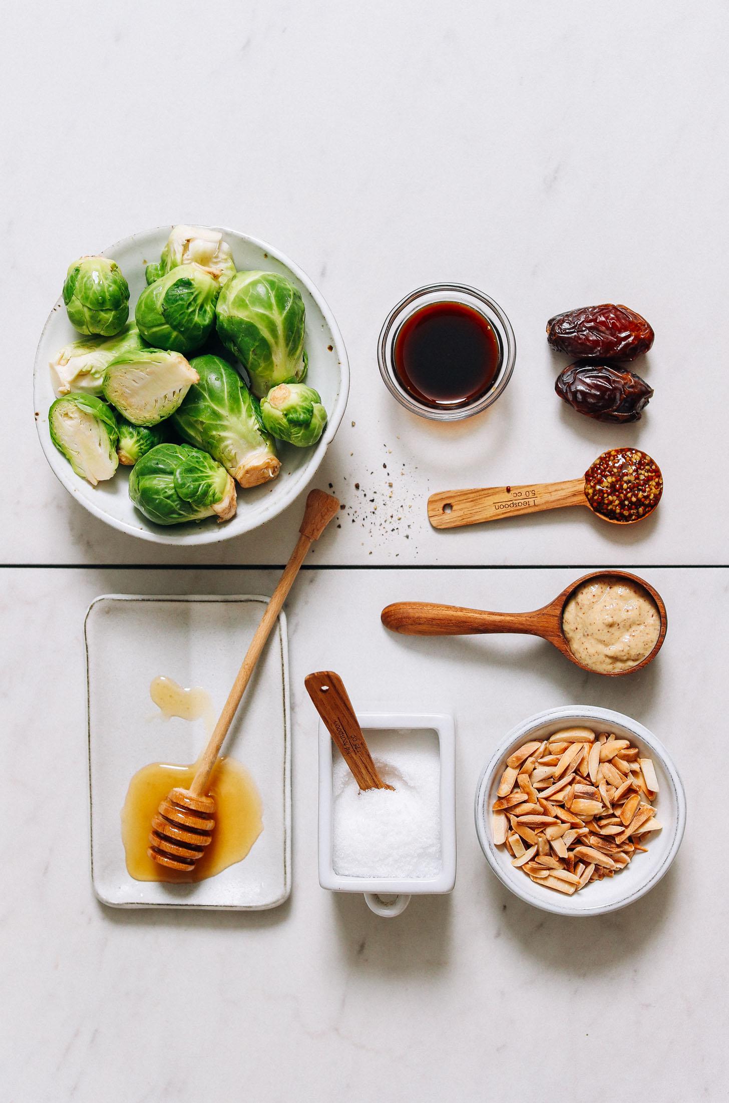 Couves de Bruxelas, aminoácidos de coco, mostarda, mel, sal marinho, amêndoas e tâmaras