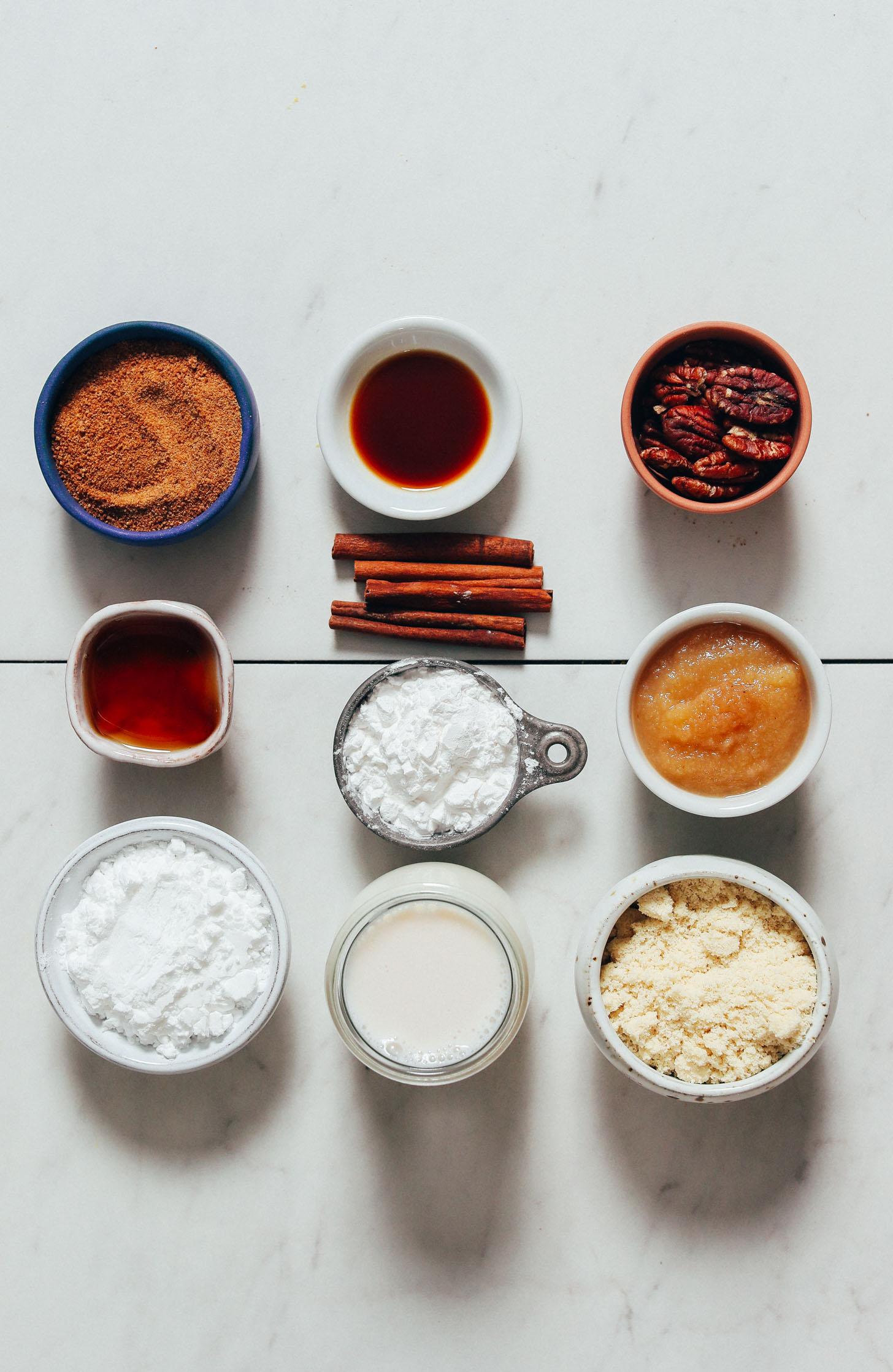 Açúcar de coco, baunilha, nozes, canela, xarope de bordo, compota de maçã, leite sem laticínios e farinhas sem glúten