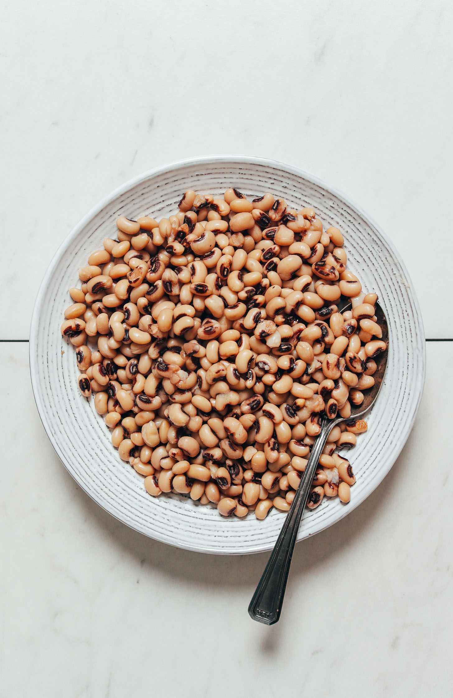 Bowl of black eyed peas cooked in the Instant Pot