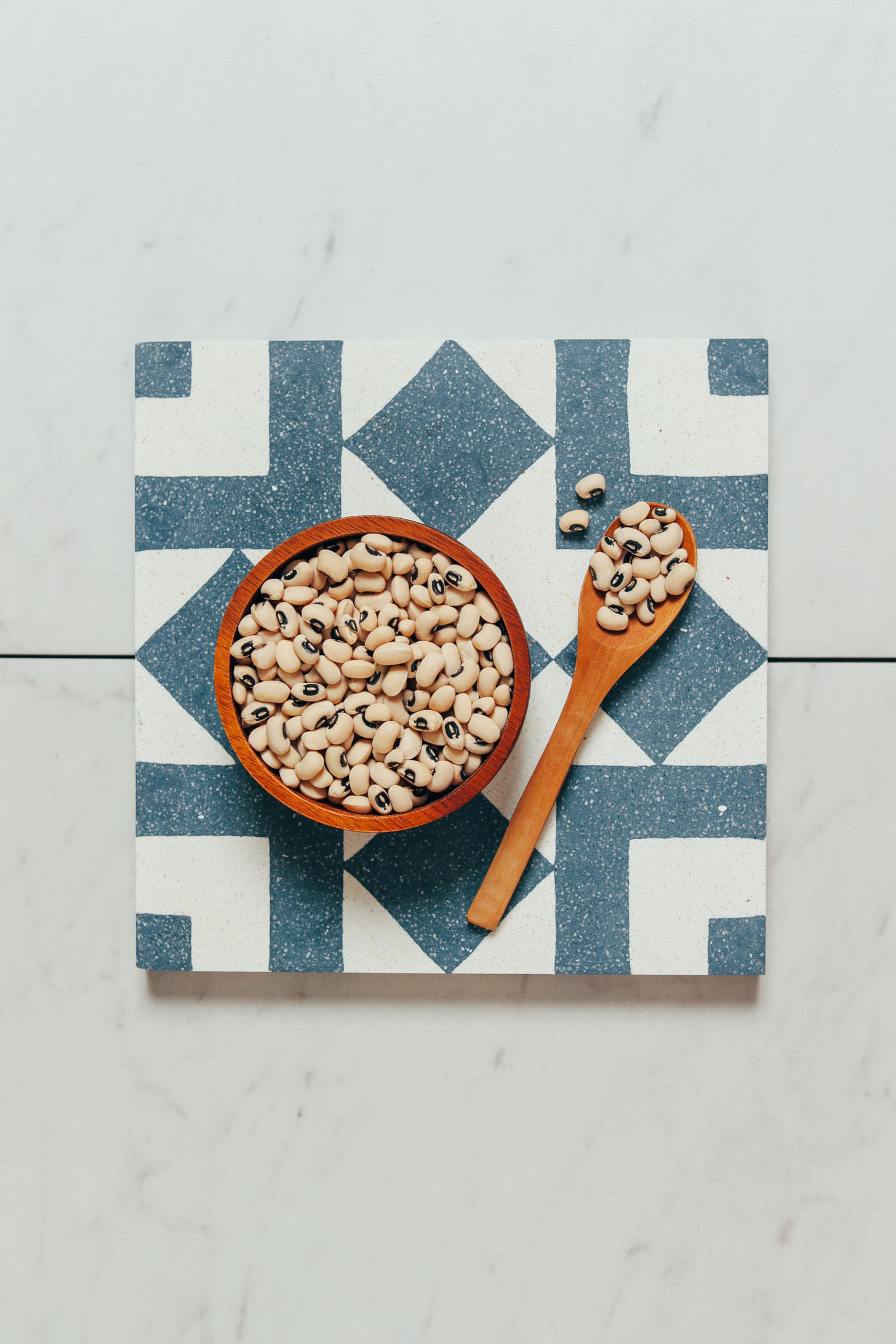 Bowl and spoon of dry black eyed peas