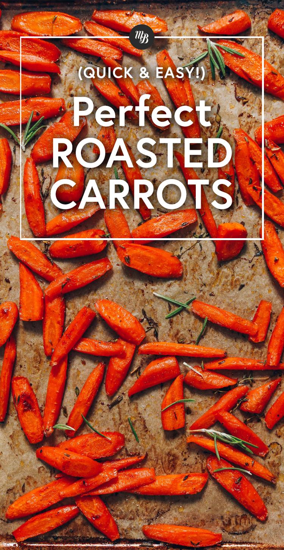 Assadeira forrada de pergaminho de cenouras assadas perfeitas com ervas frescas