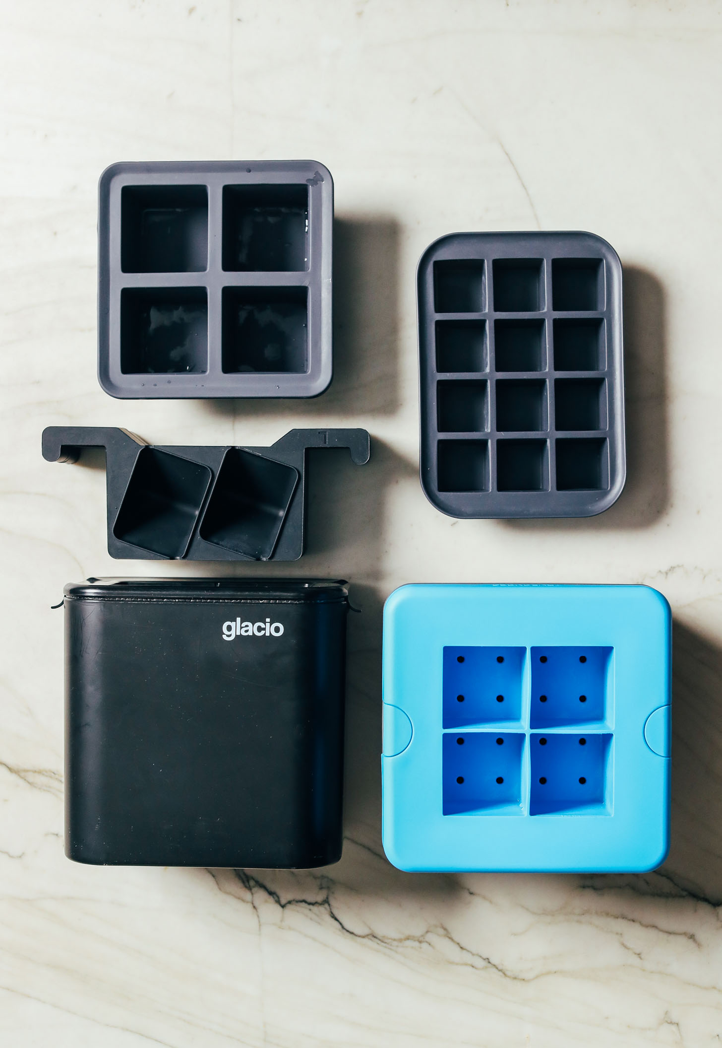 Types of ice cube trays for making cocktails