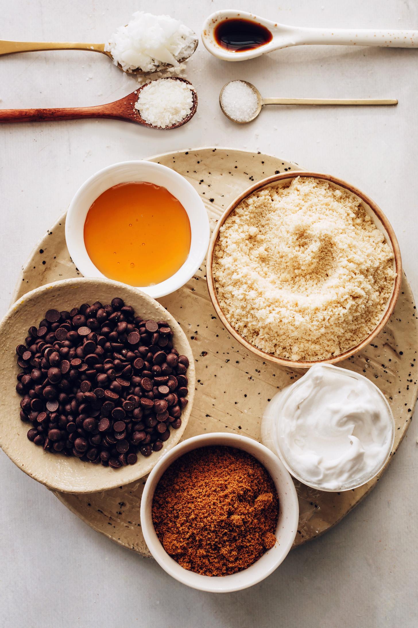 Farine d'amande, lait de coco, sucre de coco, sirop d'érable et pépites de chocolat