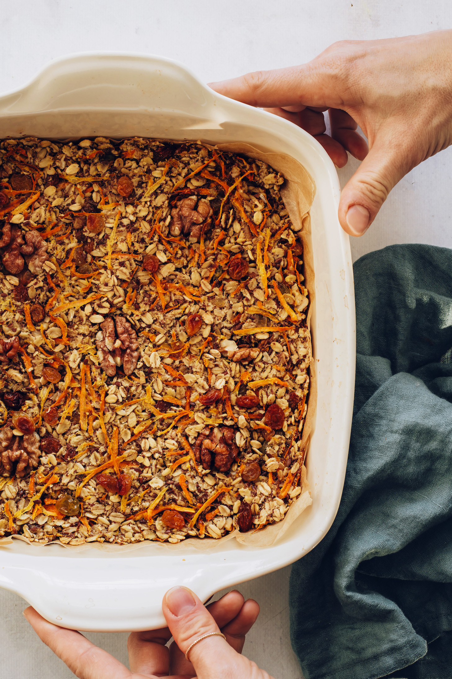 Форма для выпечки нашего морковного торта, запеченная овсянка