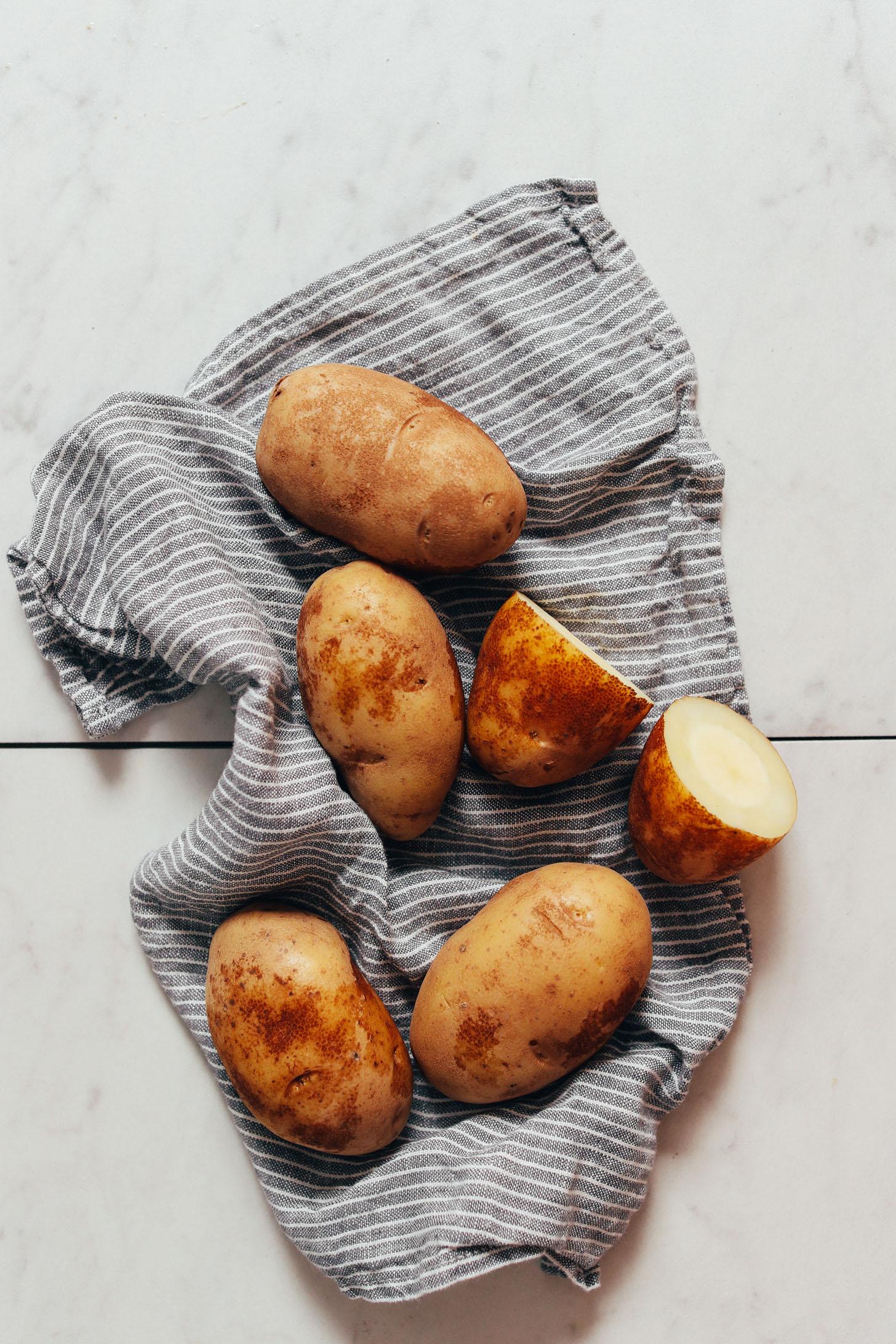 Pommes de terre partiellement cuites pour faire des pommes de terre rissolées