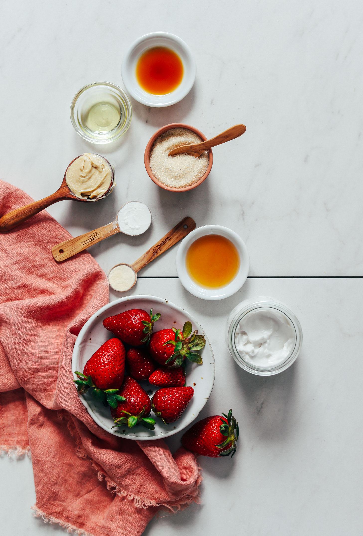Vanille, huile d'avocat, beurre de cajou, sucre de canne, fécule de maïs, gomme xanthane, sirop d'érable, fraises et lait de coco
