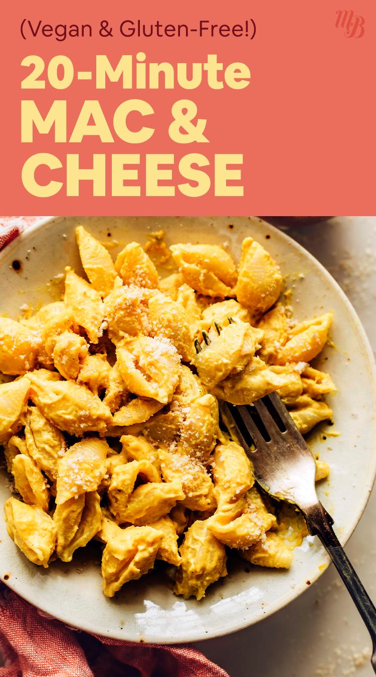 Bol de macaroni au fromage végétalien et sans gluten de 20 minutes avec une fourchette