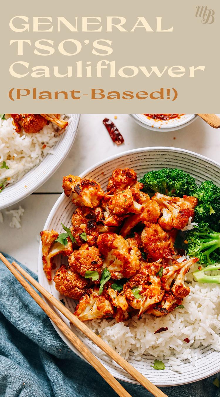 Assiette de chou-fleur général tso à base de plantes au brocoli et riz au jasmin