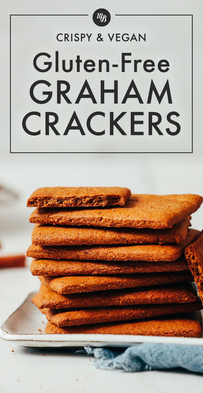 Pile de craquelins Graham croustillants végétaliens et sans gluten