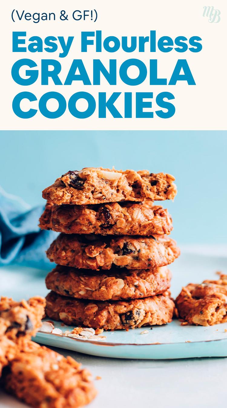 Pile de biscuits granola sans farine végétaliens et sans gluten