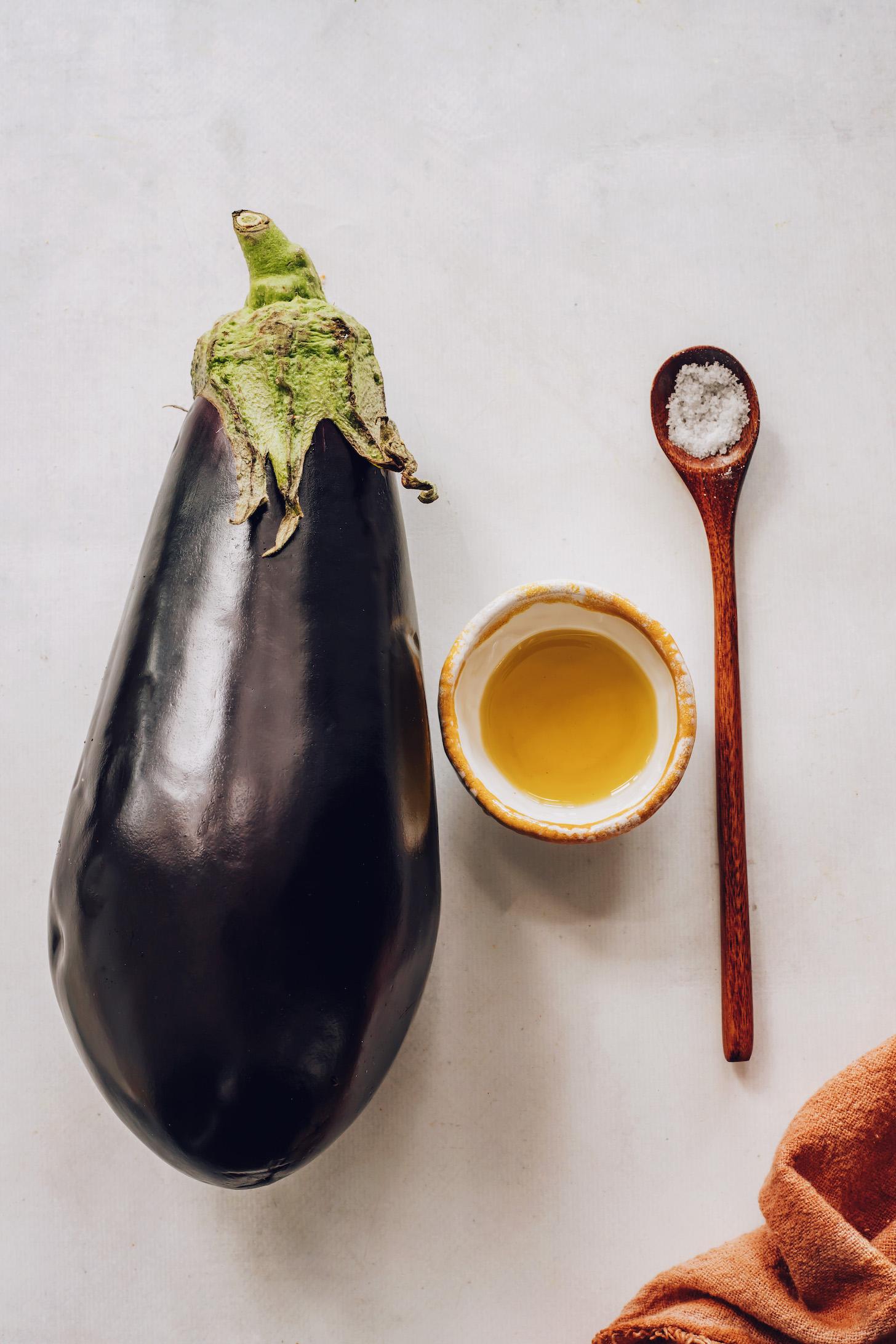 Patlıcan, zeytinyağı ve tuz
