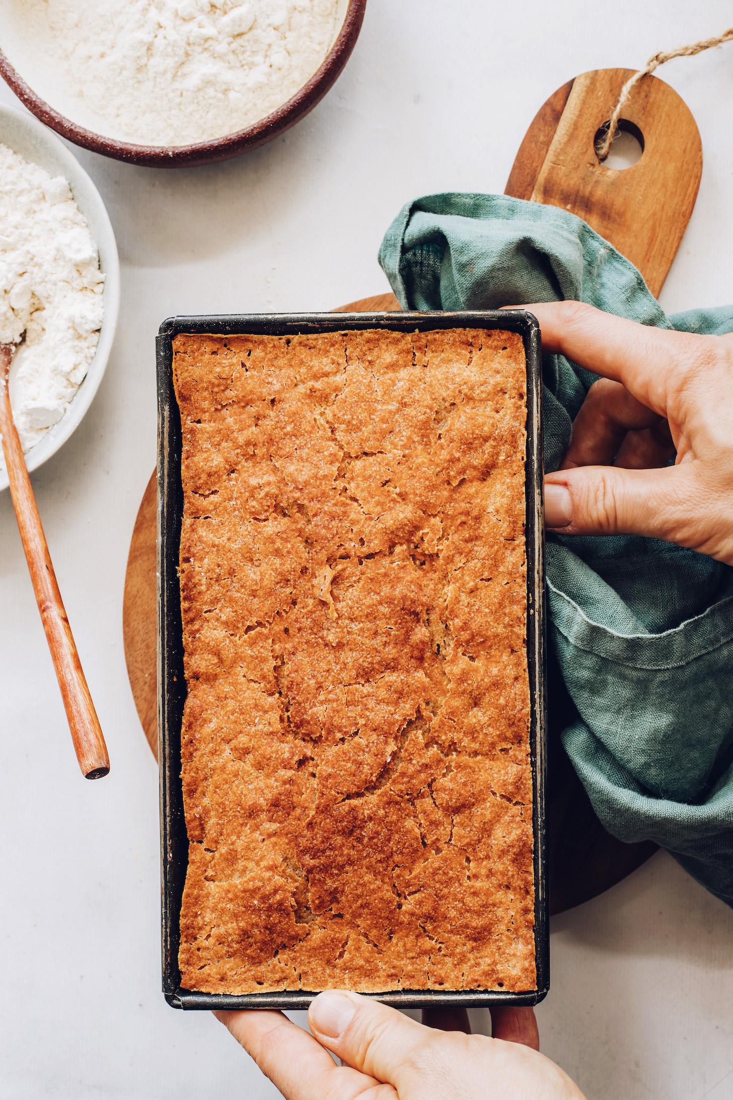 Bir somun tavada glutensiz ekmek