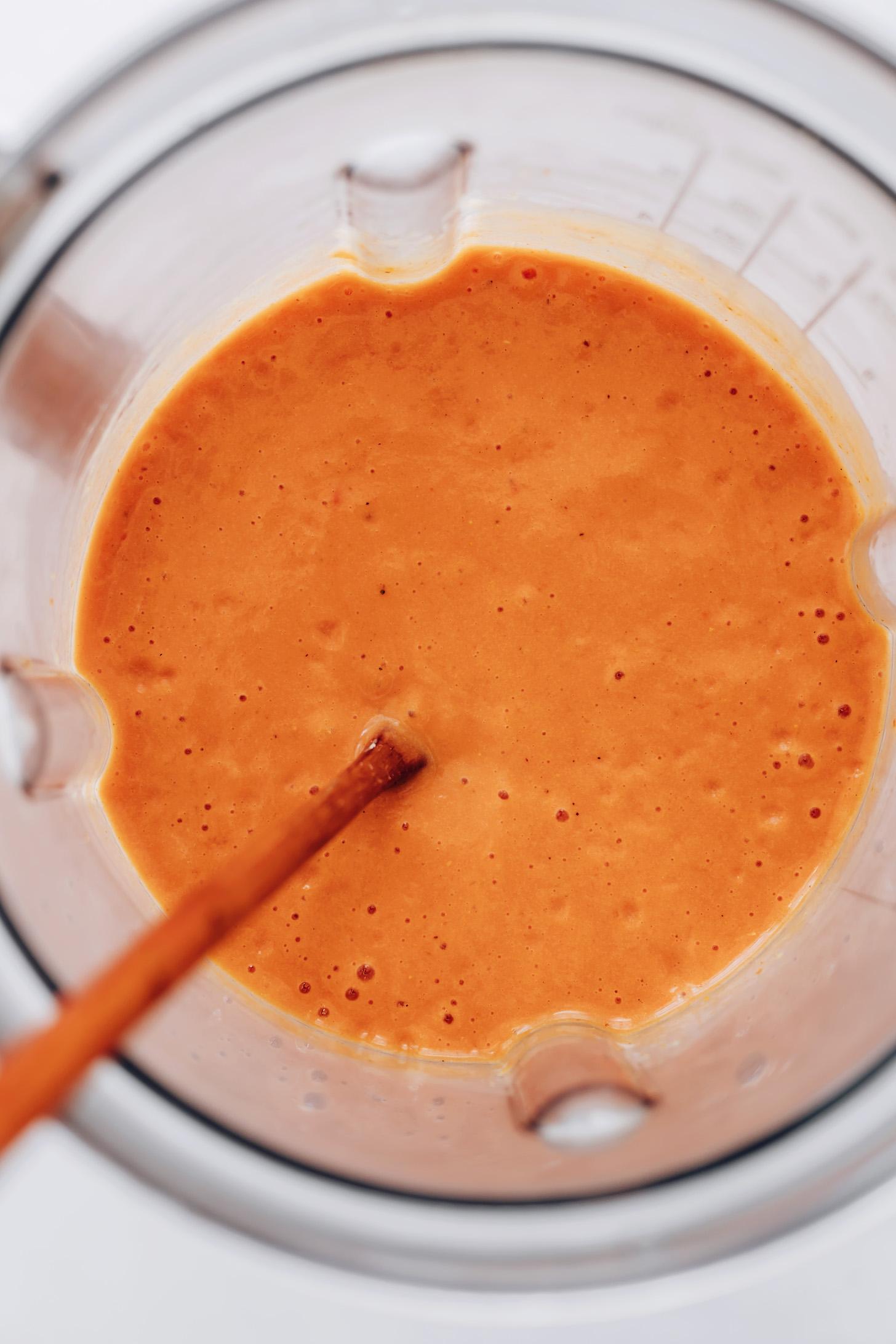 Közlenmiş kırmızı biber sosu blenderi
