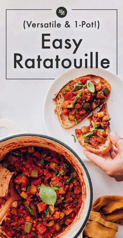 Yanında ratatouille tost dilimleri olan kolay vegan 1 kap ratatouille tenceresi