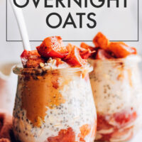 Jars of vegan and gluten-free apple pie overnigh oats with spoons in them