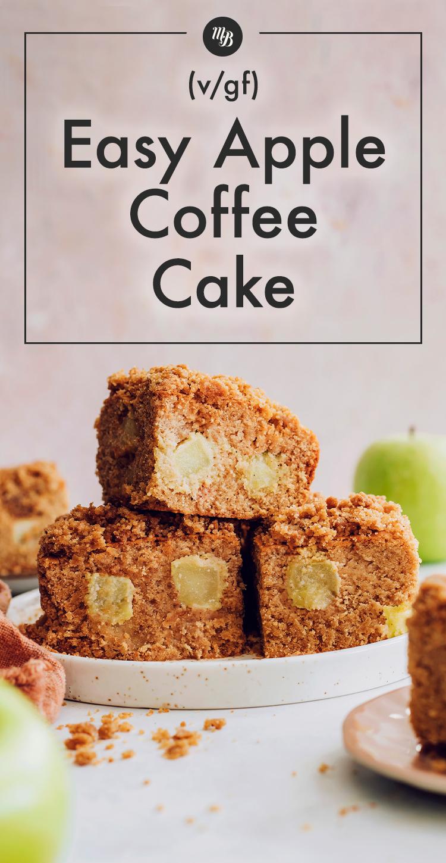 Vegan ve glutensiz elmalı kahveli kek dilimleri yığını